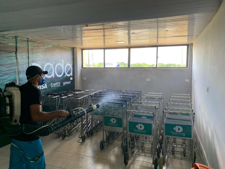Hospital de Campanha começa a ser montado em escola de Fernando de Noronha após primeiro caso de coronavírus; aeroporto passa por higienização