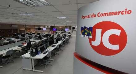 Redação do Jornal do Commercio vazia devido ao isolamento social para conter a proliferação do Coronavírus. PALAVRAS-CHAVE: Cadeira - Mesa - Escritório - Redação - Jornalismo ##