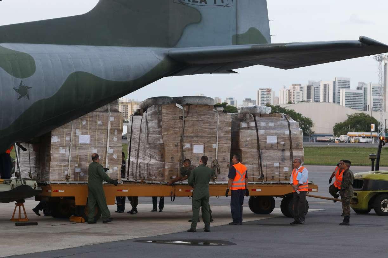 Avião da FAB desembarca no Recife com equipamentos para serem usados no combate ao coronavírus