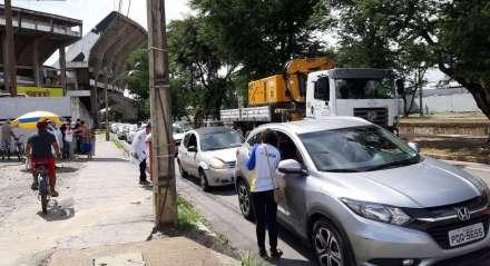 A campanha de vacinação contra a gripe no Recife ganhou um novo ponto de vacinação drive-thru nesta sexta, no Arruda
