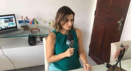 Com 14 anos de profissão, essa foi a primeira vez que a jornalista Anne Barreto se viu apresentando um telejornal de casa.