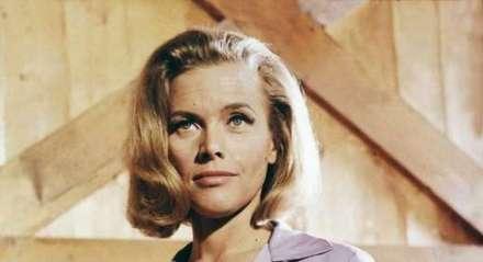 """Honor Blackman foi bond girl no filme  """"007 contra Goldfinger"""", realizado nos anos 1960"""