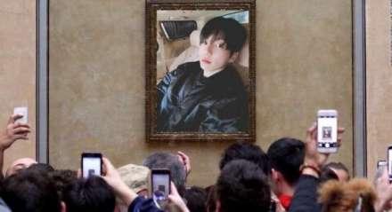 Jungkook postou uma selfie após ficar um tempo afastado das redes sociais e fãs comemoram.