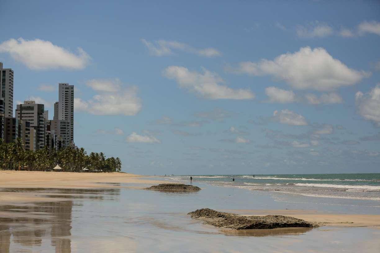 Governo de Pernambuco diz que municípios devem decidir data de reabertura de praias e parques