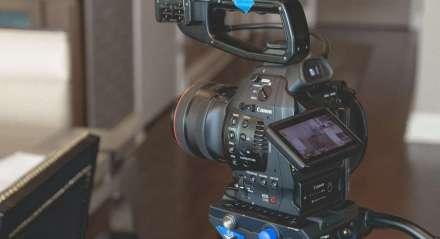 Câmera de filmagem/gravação Canon dentro de casa