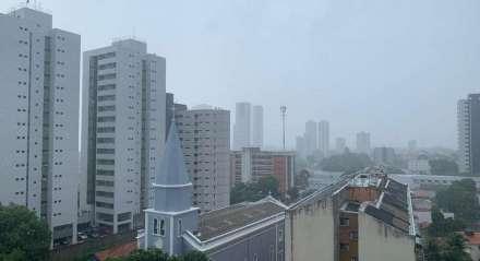 Tempo nublado em regiões do Recife