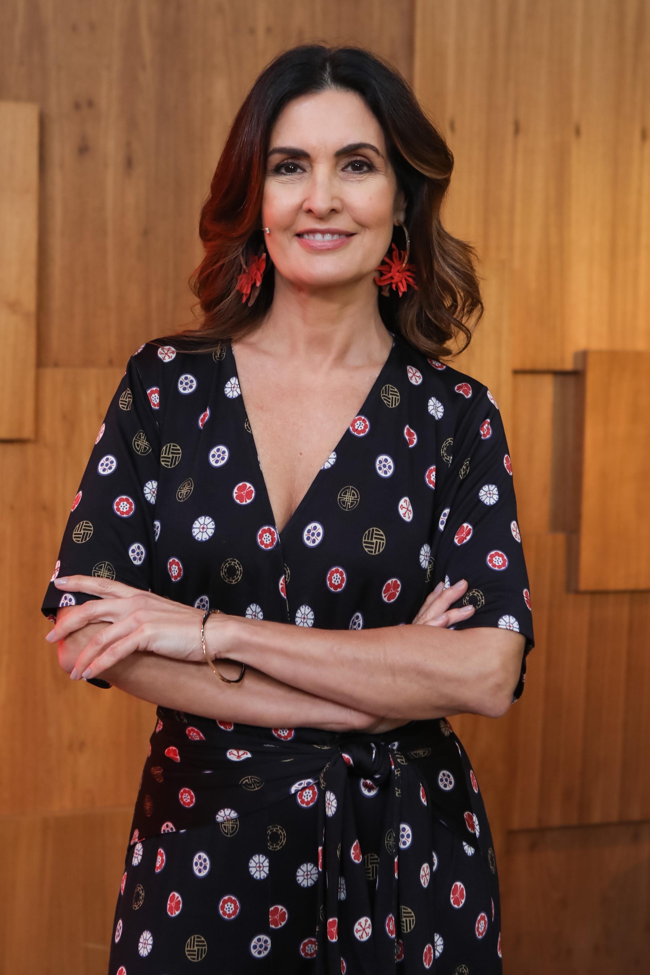 Fátima Bernardes se emociona ao retornar para 'Encontro' após cirurgia