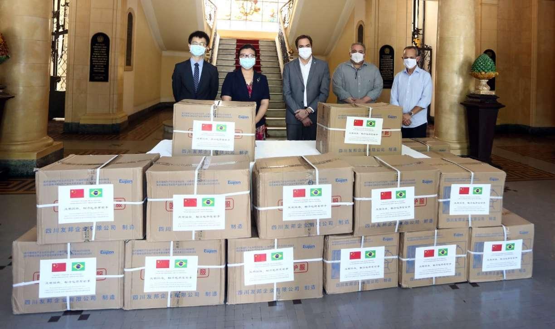 Pernambuco recebe mais de 10 mil EPIs, entre máscaras e macacões, de província da China
