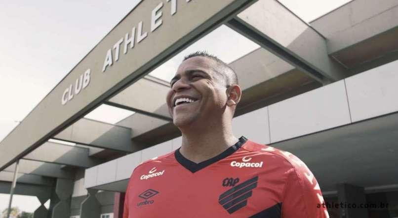 Lucas Gandhy/Athletico