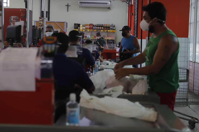 Às vésperas de maior rigor com isolamento, veja como foi movimentação nos mercados do Recife nesta sexta