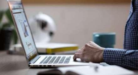 Segundo a pesquisa da 4C0, 52% das pessoas perderam a noção de descanso no home office