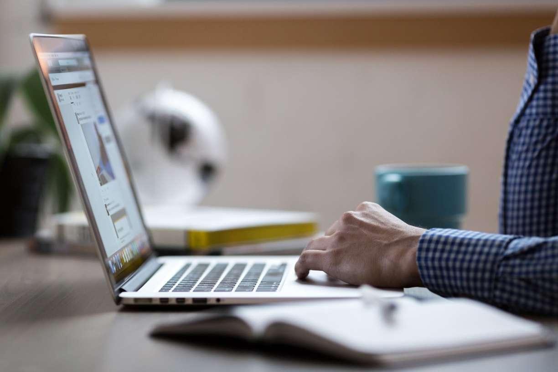Pesquisa revela que trabalhadores estão mais cansados por causa do home office