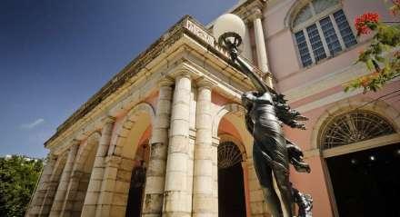 Teatro Santa Isabel, localizado na área central do Recife, é um patrimônio arquitetônico e cultural