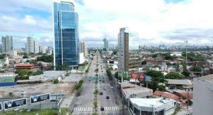 Movimentação no primeiro dia útil do lockdown em Pernambuco no Recife