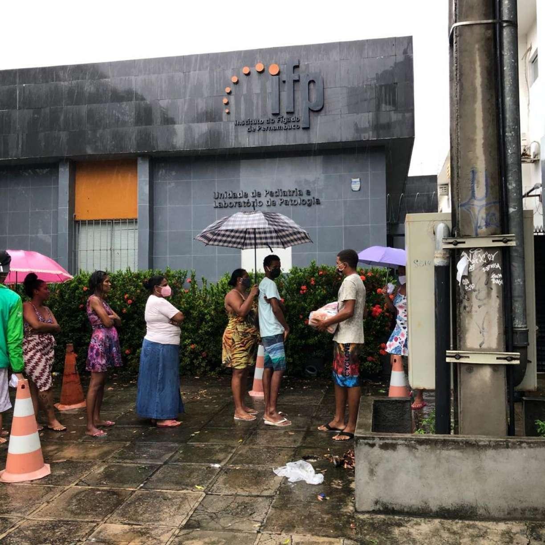 IFP Solidário distribui cestas básicas e máscaras para comunidade João de Barros, em Santo Amaro