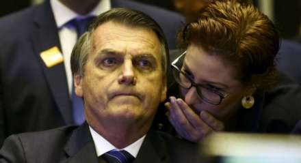 O presidente Jair Bolsonaro (sem partido) e a deputada Carla Zambelli (PSL-RJ)