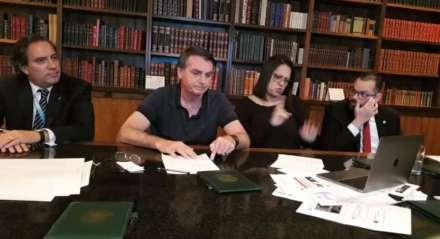 O presidente Bolsonaro em sua live semanal