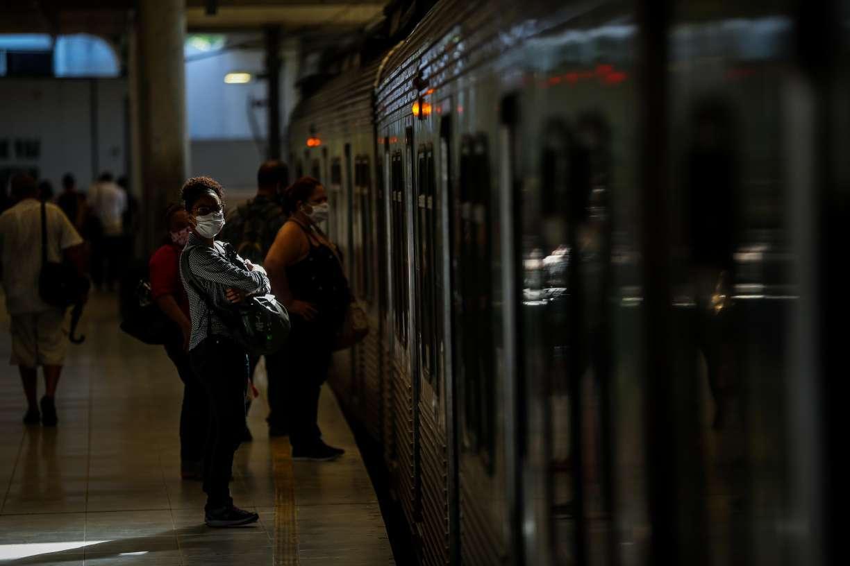 Metrô do Recife amplia operação em apenas 2h para nova etapa de reabertura econômica. É muito pouco para evitar aglomerações