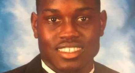 Ahmaud Arbery foi assassinado por moradores brancos no bairro onde havia apenas saído para correr, no ano passado