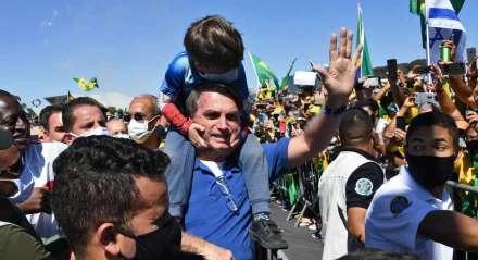 Bolsonaro vai a manifestação de apoiadores em Brasília