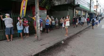 Movimentação no bairro de Afogados, na Zona Oeste, no primeiro dia após o fim do lockdown no Recife e outras quatro cidades