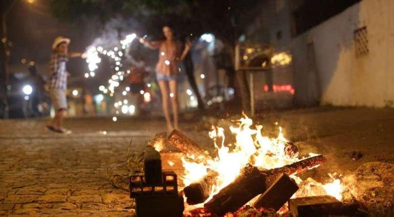 Veja cidades que proibiram fogueiras e fogos de artifício no mês ...