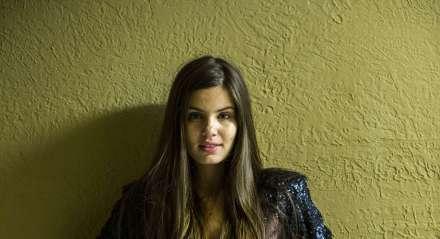 A modelo Angel (Camila Queiroz) era a protagonista de 'Verdades Secretas'