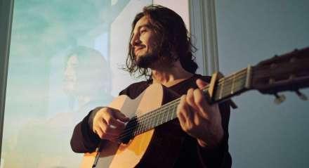 Nova música de Tiago Iorc é a sua primeira composição, feita ainda na adolescência