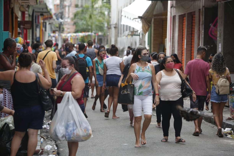 Comércio volta no Grande Recife com fiscalização falha e problemas no cumprimento do isolamento social