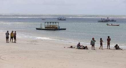 IPOJUCA Primeiro dia de reabertura da praia de Porto de Galinhas teve movimentação tranquila e poucos banhistas