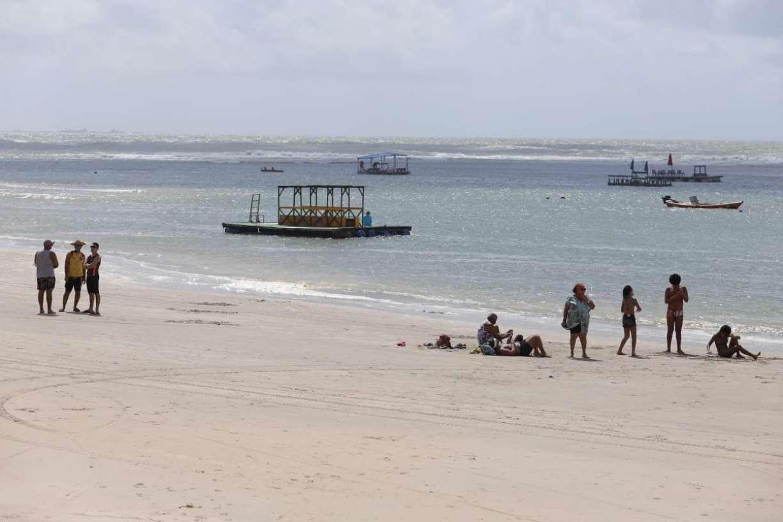 Paraíso do litoral de Pernambuco, Praia de Porto de Galinhas reabre e tem movimento discreto