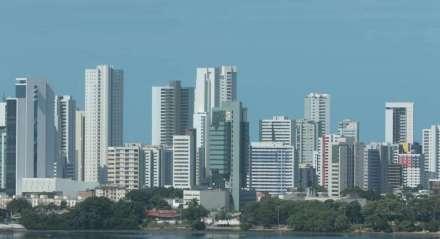 Recife vista do bairro da Ilha do Leite, detalhe ao fundo o bairro de Boa Viagem com seus prédios. Mercado imobiliário, Imobiliária, Condôminio, Contraste social.