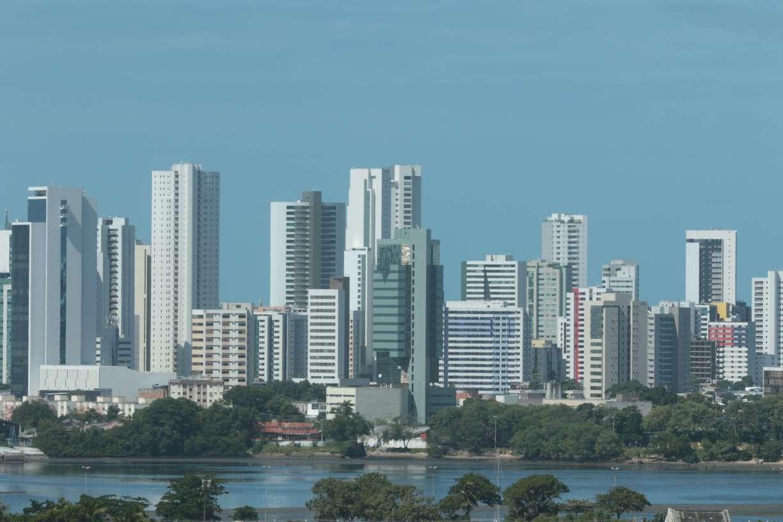 Compesa reavalia esquema de distribuição após previsão de menos chuva no Grande Recife e Zona da Mata