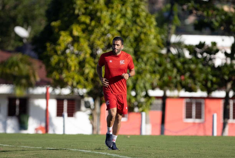 Se recuperando de lesão, Ronaldo Alves deve reforçar o Náutico no início da Série B