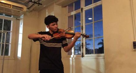 Pernambucano Luhan Lucena, de 16 anos, criou uma vaquinha online para arrecadar dinheiro para estudar música nos Estados Unidos