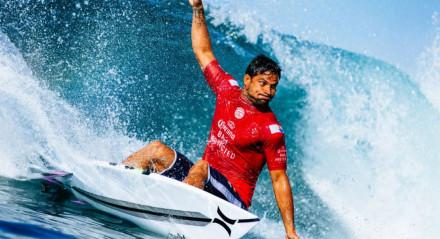 Michel Bourez surfista do Taiti