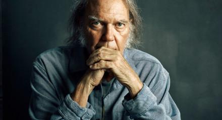 REPÚDIO O canadense naturalizado americano Neil Young proibiu execução de Rockin' in the Free World