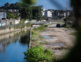 Rio - Canal - Água - Construção - Abandono - Obras