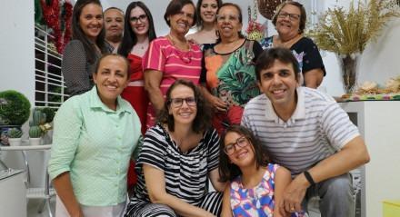 """Uma homenagem de Fernanda, Lorena e Beatriz para sua avó, Rosineide Menezes. """"Parabéns pelo seu dia, vovó Rosineide Menezes!! Beijos saudosos de suas queridas netas e grandes fãs."""""""