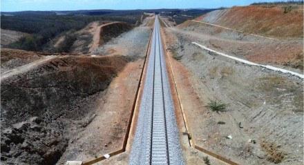 Trecho da Transnordestina compreendido entre os municípios de Eliseu Martins (PI) e Trindade (PE), e que passa por Paulistana (PI), possui 423 quilômetros de extensão e já atingiu quase 50% de obras executadas.