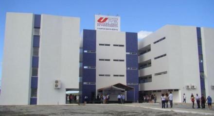 Fachada de uma das unidades da Universidade de Pernambuco (UPE)