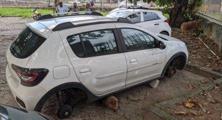No estacionamento do Hospital Barão de Lucena