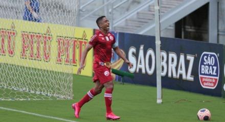 Jogo valido pelo campeonato pernambucano de futebol entre os times do Náutico x Central na Arena Pernambuco.