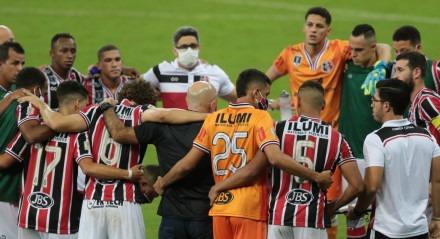 Semi final do campeonato pernambucano de futebol. jogo entre Santa Cruz x Náutico, na Arena de Pernambuco.