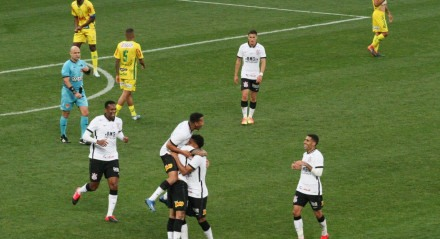 Corinthians x Mirassol - Éderson comemora seu gol, durante partida, válida pela semifinal do Campeonato Paulista.