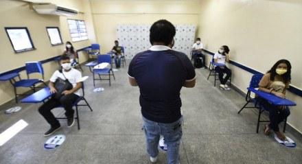 Amazonas - Manaus, professores aprovam volta às aulas.