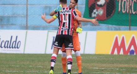 Danny Morais apoiou Maycon Cleiton após falha no gol do Salgueiro