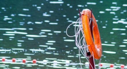 Criança conseguiu sobreviver após ficar mais de uma hora no mar