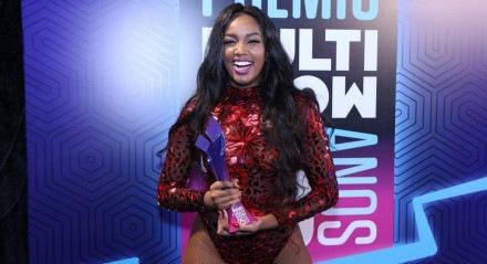 Iza substituirá Anitta na premiação do Multishow deste ano