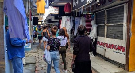 Movimentação na Feira da Sulanca, em Caruaru, na manhã desta segunda-feira (10)
